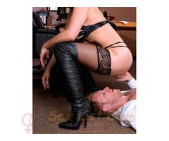 Padrona vogliosa cerca uno schiavo ubbidiente